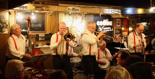 TRADITIONAL OLD MERRY TALE JAZZBAND